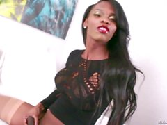 Big butt ebony tranny jerks off her dick