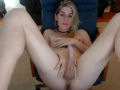 Amateur shemale blows load over tranny