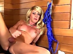 Blonde shemale releases her sperm on herself