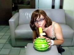 Lana CD fucks a watermelon